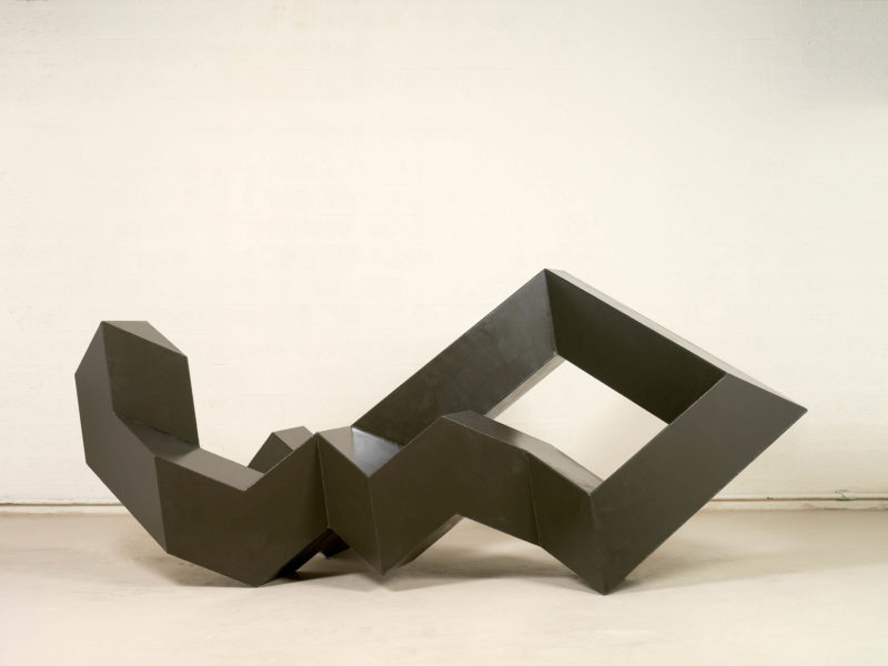 Tony Smith, Throwback, 1976. Painted steel. Collection Martin Z. Margulies. Photo: Peter Harholdt.